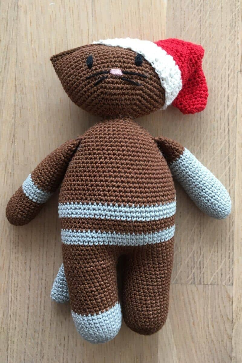Photo of the Amigurumi Cat wearing a cute Santa Hat